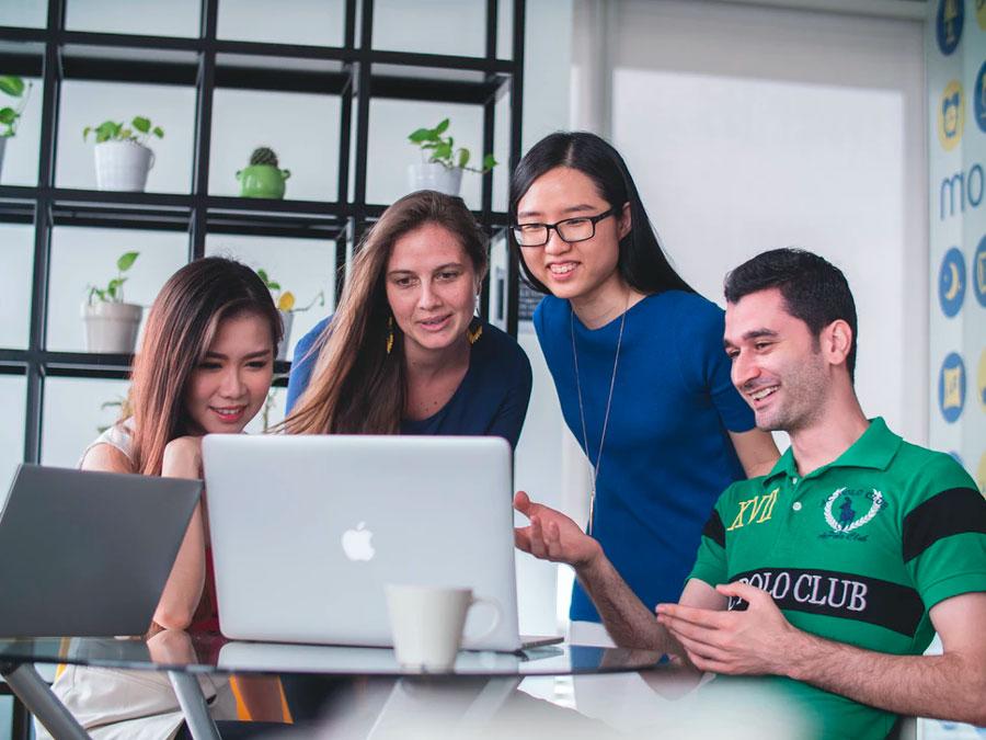 Grupo de trabajo en una oficina