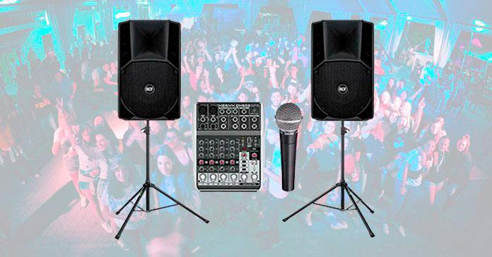 Altavoces y consola de sonido