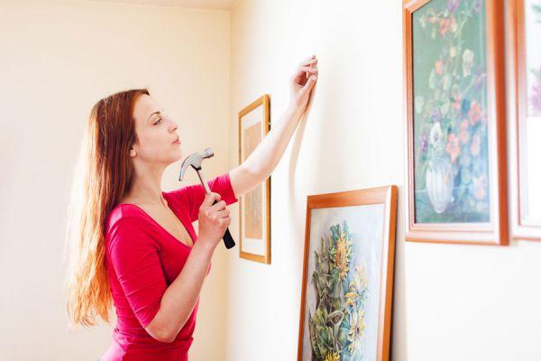 Ideas para colocar cuadros en una pared o habitación. tips para colgar cuadros estéticamente. Consejos para la colocación de cuadros sobre una pared