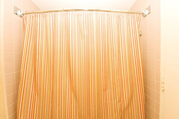 C mo limpiar las cortinas del ba o - Como limpiar el moho del bano ...