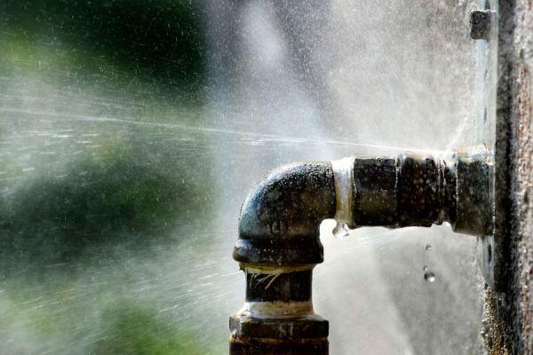 Como reparar la perdida de agua en un ca o - Reparar filtraciones de agua ...