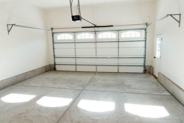 C mo limpiar el aceite del piso de cemento - Quitar manchas de grasa de coche ...