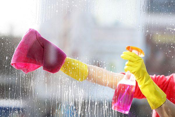 C mo limpiar vidrios y quitar restos de pegamento - Quitar pegamento de las manos ...