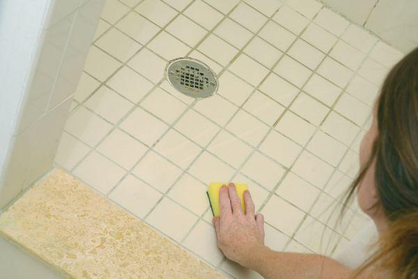C mo quitar manchas de moho en los azulejos - Limpiar azulejos bano moho ...