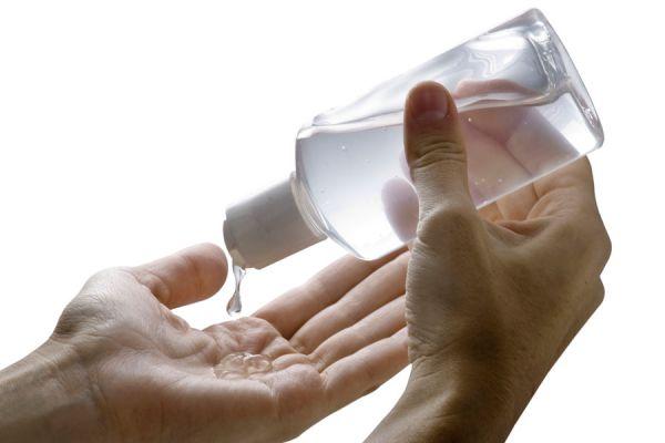Receta casera para hacer tu propio gel hidratante. Cómo elaborar un gel hidratante artesanal, facil y económico. Gel hidratante para la piel.