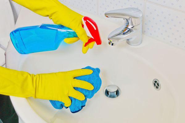 C mo eliminar los hongos del ba o - Como quitar el moho del bano ...