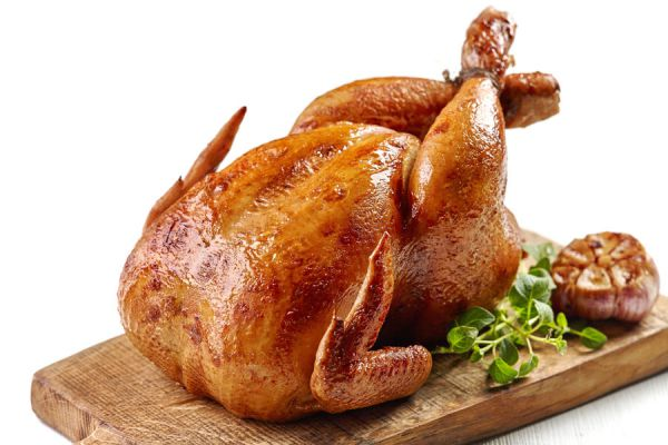 C mo adobar un pollo for Cocinar un pollo entero