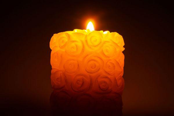 Cómo hacer una vela con marcas