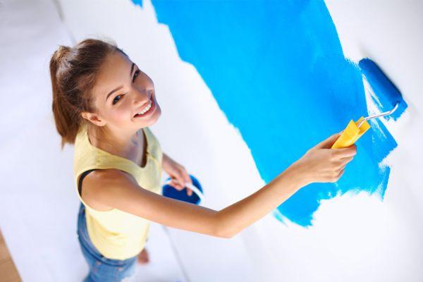Guía para pintar una pared nueva. Cómo aplicar la pintura en paredes nuevas. Procedimiento para pintar paredes recién revocadas.