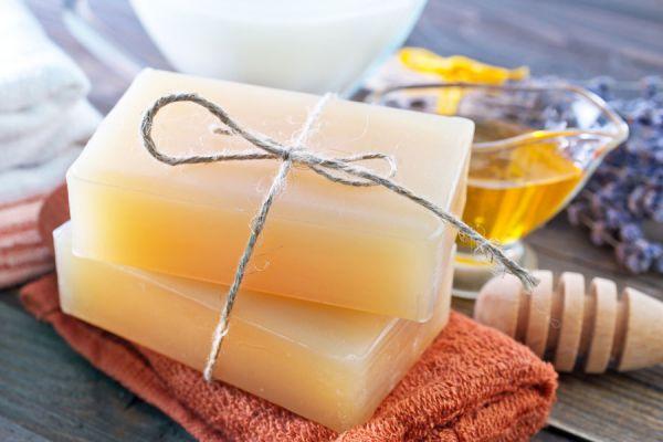 Recetas para hacer jabon artesanal reductor y humectante. Cómo hacer un jabón reductor. Pasos para preparar un jabón artesanal humectante.