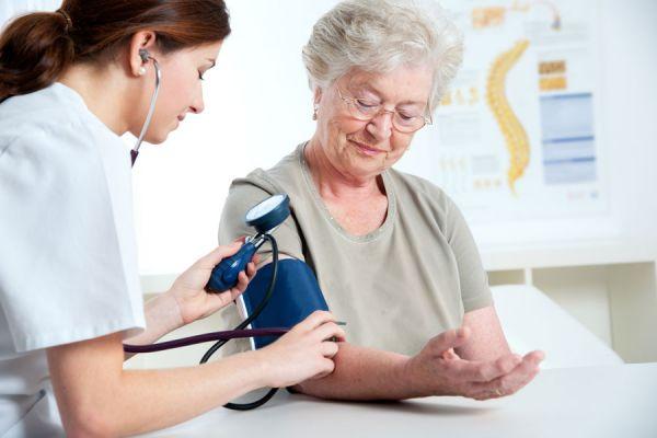 Consejos para medir la tensión arterial. Cómo usar un tensiómetro para medir la presión arterial. Medición de la presión arterial en casa.