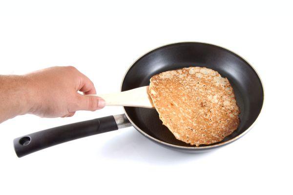 Receta fácil y rápida para hacer crepes. Prepara unos exquisitos crepes con esta receta casera. Ingredientes y procedimiento para hacer crepes