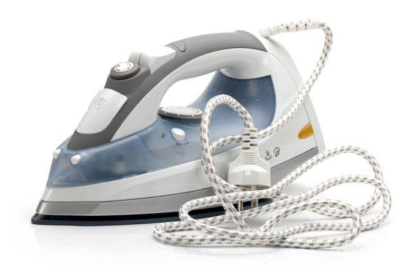 Pasos para reparar el cable de la plancha. cómo arreglar una plancha. tips para reparar la ficha o cable de una plancha.
