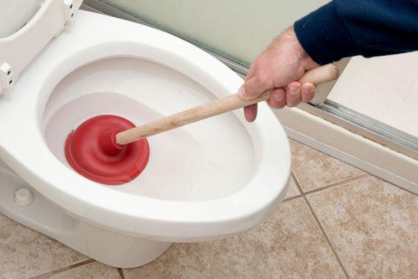 La sopapa es una herramienta útil para destapar el inodoro