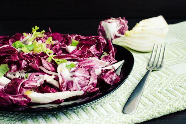 Cómo preparar una ensalada de endibias, remolacha y nueces