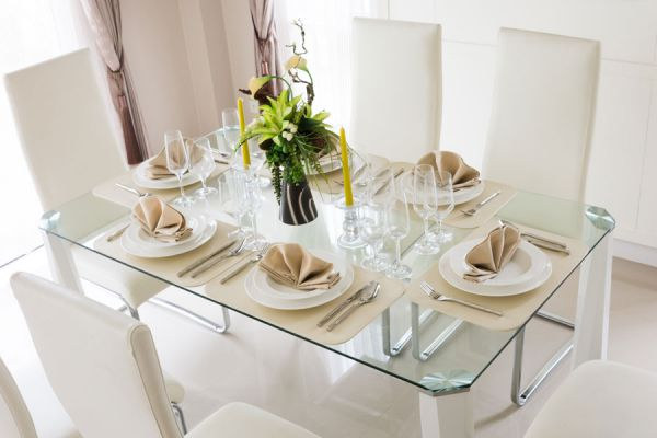 Cómo decorar una mesa elegante
