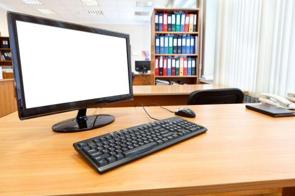 C mo mantener un escritorio en orden for Computadoras para oficina