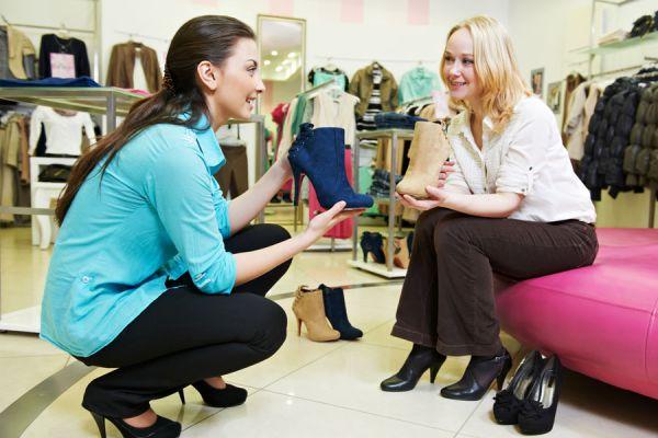 Resultado de imagen para comprador y  vendedor conversando