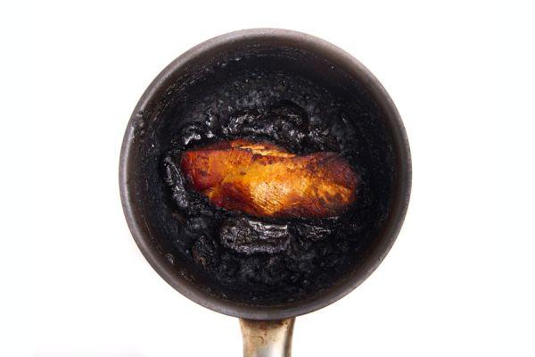 Las ollas quemadas se pueden limpiar con productos naturales