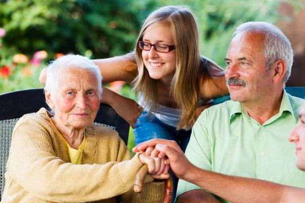 Tips para entretener a personas mayores. Cómo darle ocupaciones a una persona mayor. Actividades para una persona de la tercera edad