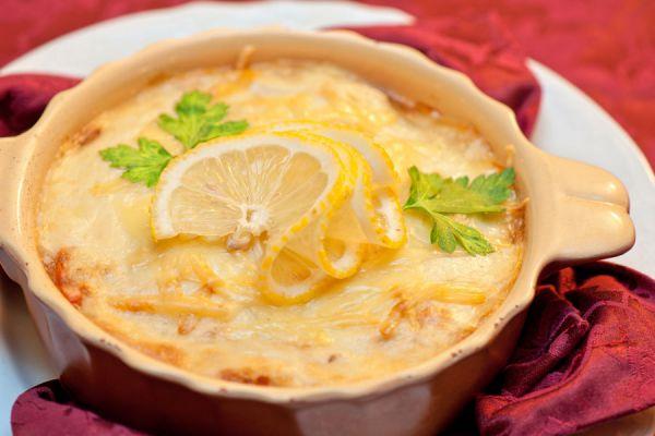Receta para hacer pastel de yuca casero. Ingredientes y preparación del pastel de yuca. Cómo elaborar un pastel de yuca casero.
