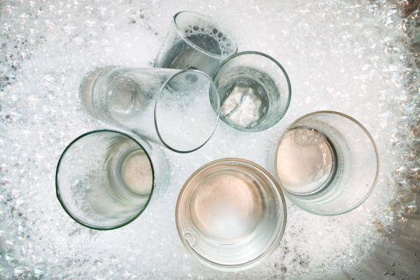 Cómo lavar las copas y vasos