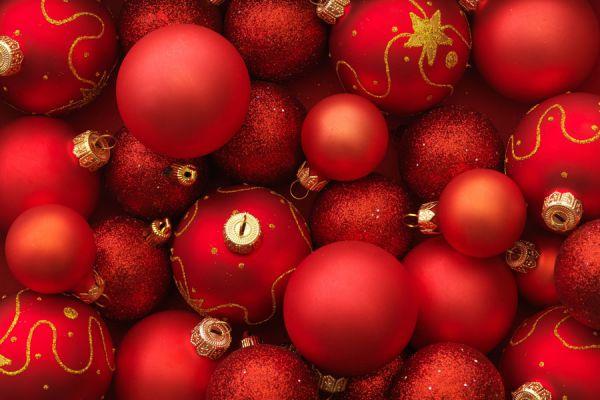ideas para renovar las viejas bolas de navidad decora los viejos adornos navideos