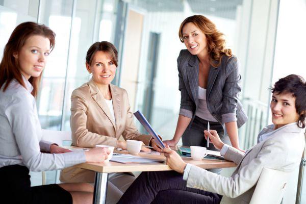 ¿Qué hacer para romper el hielo en una reunión? Algunos consejos para comenzar una conversación durante una reunión