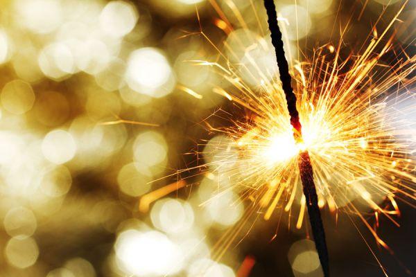 Consejos para evitar accidentes al usar pirotecnia. Cuidado con las quemaduras por el mal uso de la pirotecnia. Cómo prevenir quemaduras en fiestas.