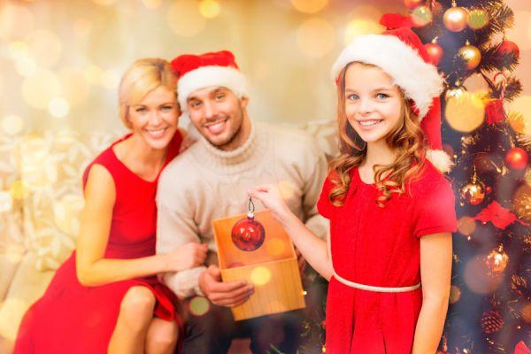 Una idea para entretener a los invitados en la cena de Navidad. Cómo hacer adornos personalizados con tus invitados en nochebuena