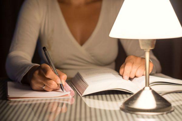 Estrategias para estar despiertos en las noches si tenemos que estudiar. Cómo estudiar por las noches y mantenerte despierto.
