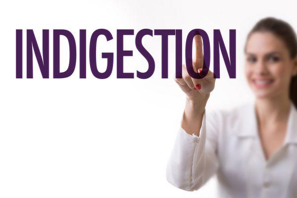 Cómo evitar la indigestión. Consejos importantes para evitar la indigestión. Cómo mejorar la digestión y evitar malestar estomacal.