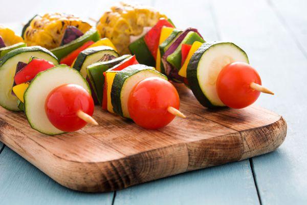 Cómo hacer una cena con pinchos o brochettes