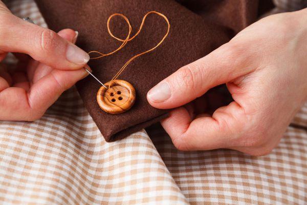 Guía para hacer remiendos sencillos en la ropa. Cómo coser un botón, reparar un bolsillo y arreglar la entrepierta del pantalon