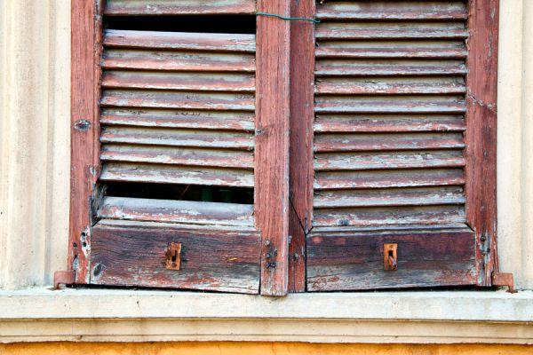 Cómo reutilizar una vieja persiana de madera