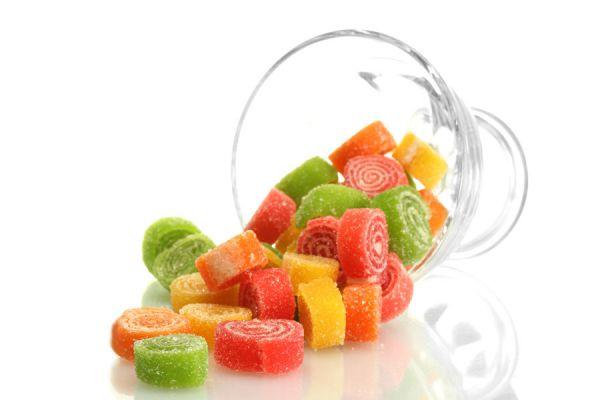 Cómo hacer trocitos de gelatina para grandes y chicos