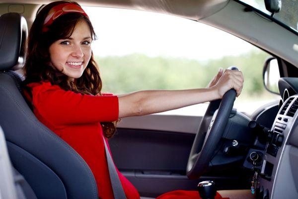 Cómo sentarse correctamente al conducir