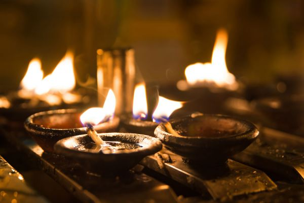 Son comunes los rituales con velas para mejorar los negocios