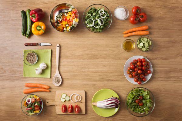 Cómo hacer ensaladas clásicas con toques diferentes