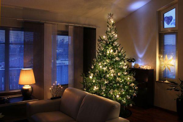 Cómo decorar el pinito con velas de luces