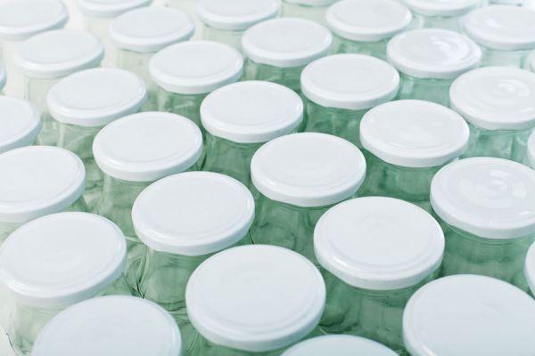 Cómo hacer un organizador con frascos