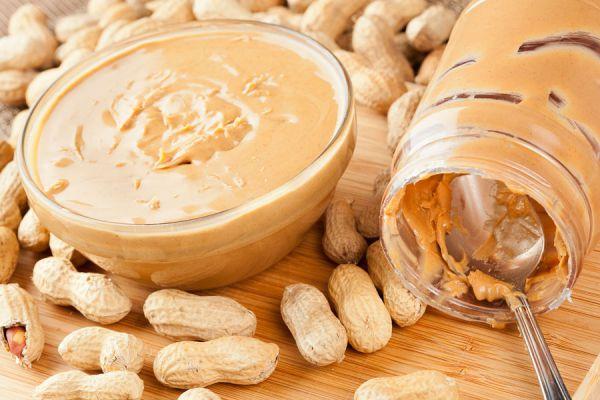 Receta para preparar mantequilla de maní casera. Ingredientes para hacer manteca de maní. Pasta de maní casera. Mantequilla de cacahuate