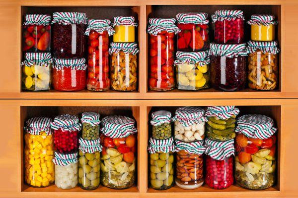Organizar la alacena o aparador. El vencimiento de los alimentos.