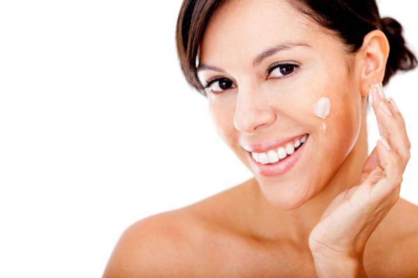 Cómo cuidar la piel alrededor de los ojos durante el frío