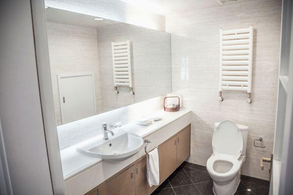 Pasos para limpiar y desinfectar el baño. Guia completa para la limpieza del baño, el lavabo, la ducha y los azulejos