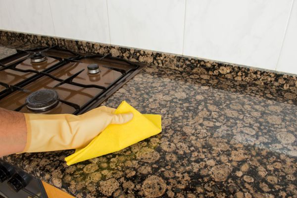 C mo limpiar y pulir superficies de granito for Limpiar azulejos de la cocina