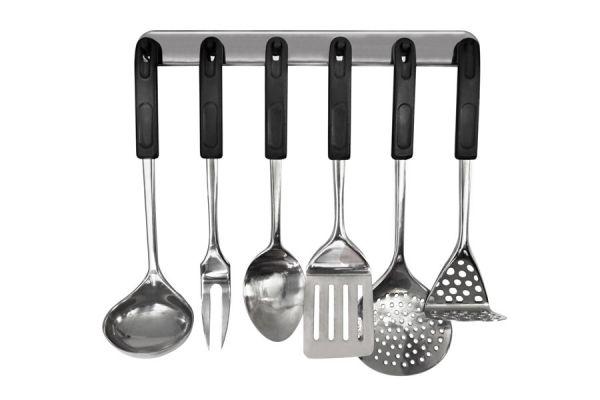 C mo colgar los utensilios de cocina for Utensilios medidores cocina