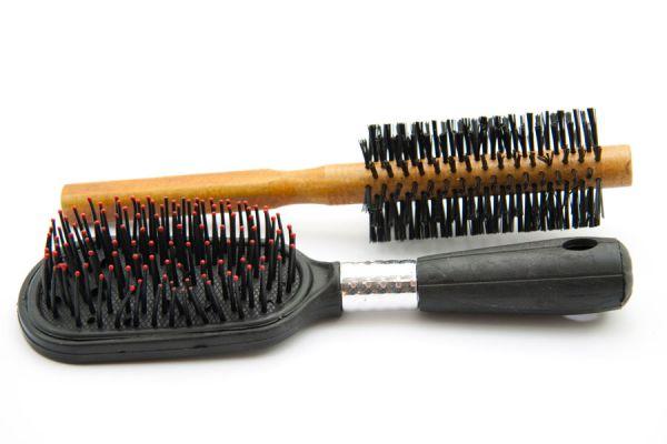 Cómo mantener el cepillo de cabellos siempre limpio