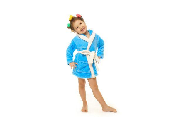 Cómo hacer una bata de baño para niños con una toalla. Guía para crear una bata de baño para niños con una toalla. Una bata hecha con una toalla