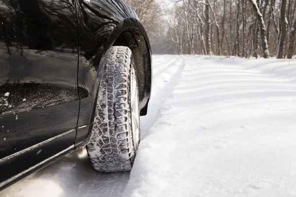 Tips de conducción sobre terrenos peligrosos. Cómo conducir sobre terrenos peligrosos. Consejos para conducir por la nieve, barro y otros terrenos